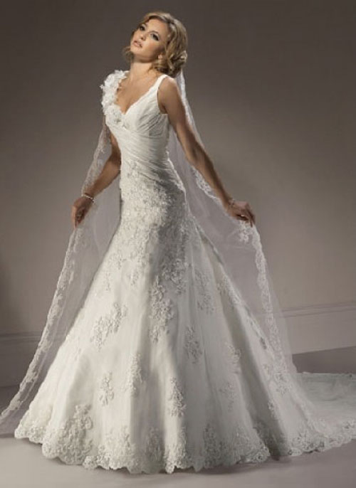 Lace-Bridal-Gowns-Straps